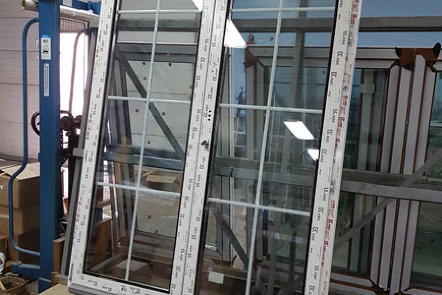 Стеклянная пластиковая дверь: плюсы и минусы - 876404217