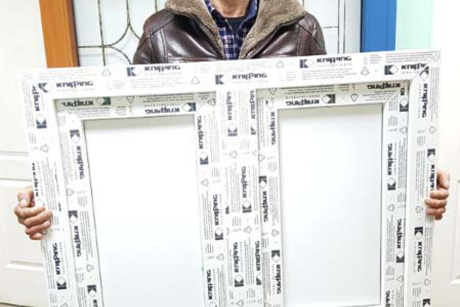 Зимний холодильник под окном - 937767812