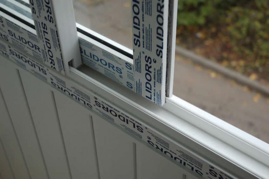 Остекление балкона из профиля Slidors