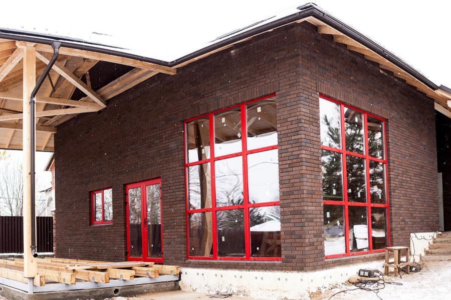 красные пластиковые окна (Renolit 305405)