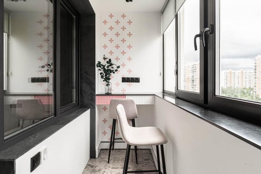 Стильный балконный блок со стеклянной дверью для юных героинь Квартирного вопроса - 802309562
