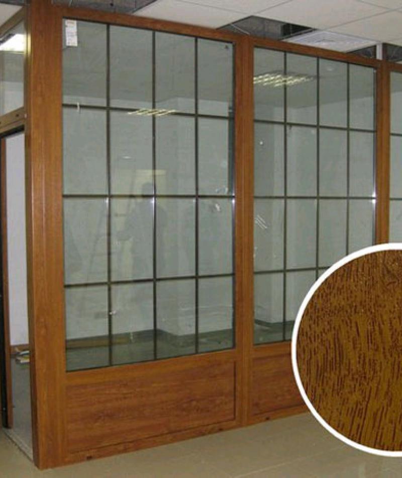 Цветная перегородка ПВХ с межкомнатной дверью