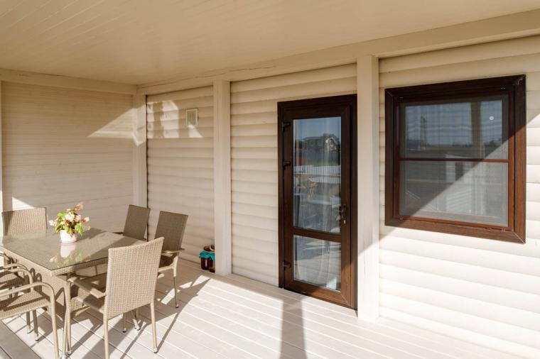 Коричневые пластиковые окна для дачного дома - 1694025520
