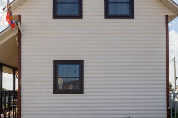 Коричневые пластиковые окна для дачного дома - 1336537978