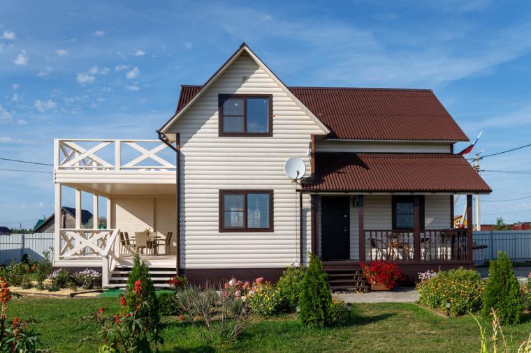Коричневые пластиковые окна для дачного дома - 1390196955