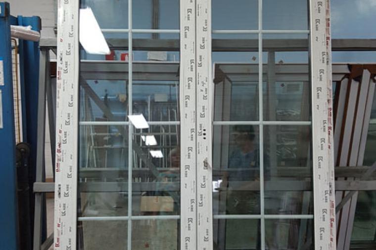 Стеклянная пластиковая дверь: плюсы и минусы - 1290743861