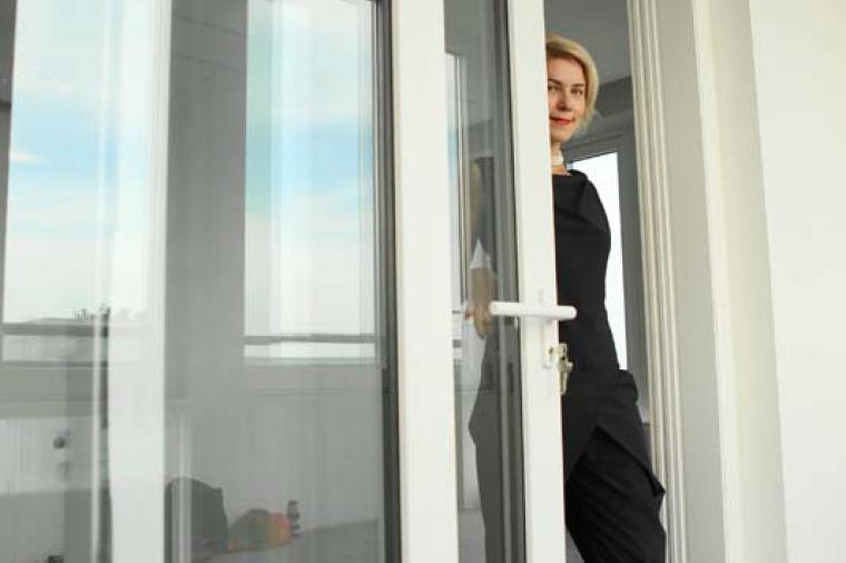 Раздвижные или распашные двери на балкон? Выбираем лучшее - 31926181