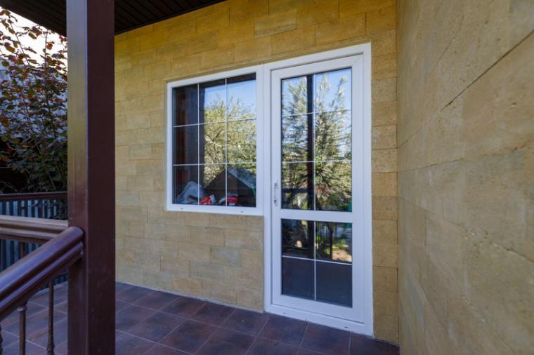 Сколько стоит пластиковая балконная дверь? - 412843005