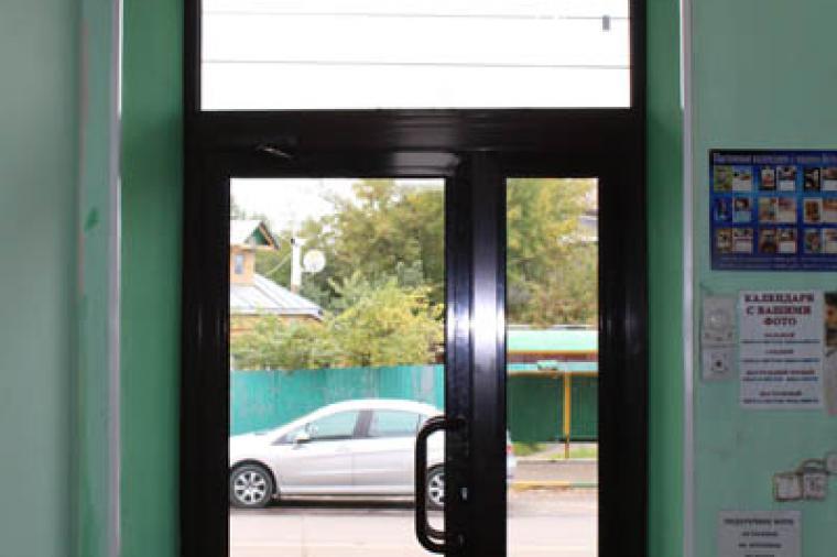 Двери из теплого алюминия: плюсы и минусы - 129602879