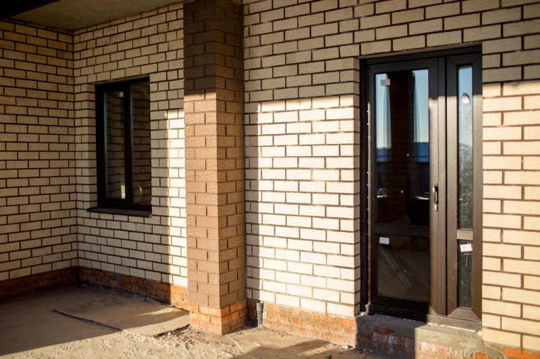 Пластиковая входная дверь в дом - 1563916775