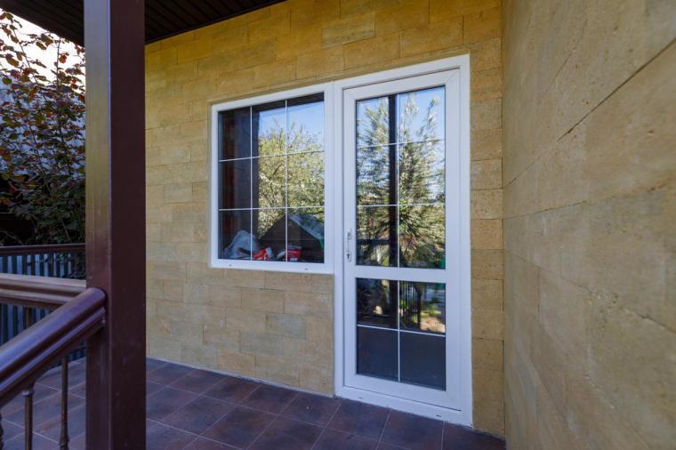 Пластиковая входная дверь в дом - 1190440710