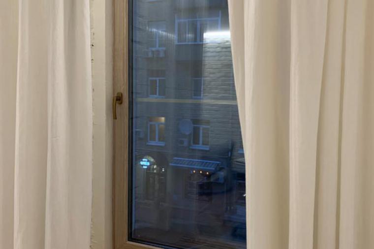 Окно Rehau Intelio. Цвет Дуб Шеффилд 456 3081