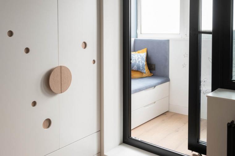 Детская с балконной дверью черного цвета – стильно и со вкусом - 486973722