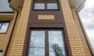 Пластиковые окна в загородном кирпичном доме - 1789095559