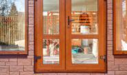 Летняя кухня с большими окнами - 8105022