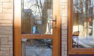 Летняя кухня с большими окнами - 100948244