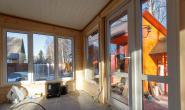 Летняя кухня с большими окнами - 79290984